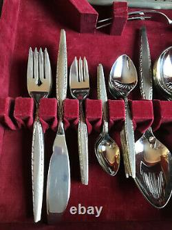ONEIDA Community 104 piece Stainless Steel Cutlery Set with Original Wooden Box
