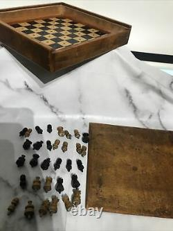 Rare ANTIQUE VINTAGE ENGLISH TRAVEL CHESS SET PEGGED PIECES In 8 x 8 SOLID BOX