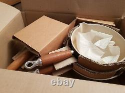 Vintage BNIB Le Creuset 5 Brown Saucepan Set & Wooden Stand RARE to see Boxed